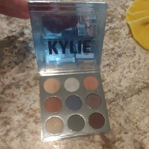 Kylie cosmetics 2016 holiday palette